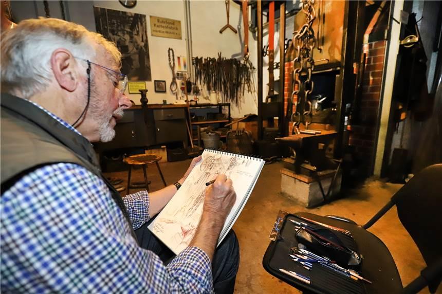 Rolf Escher Nutzt Kettenschmiede Als Zeichenmotiv