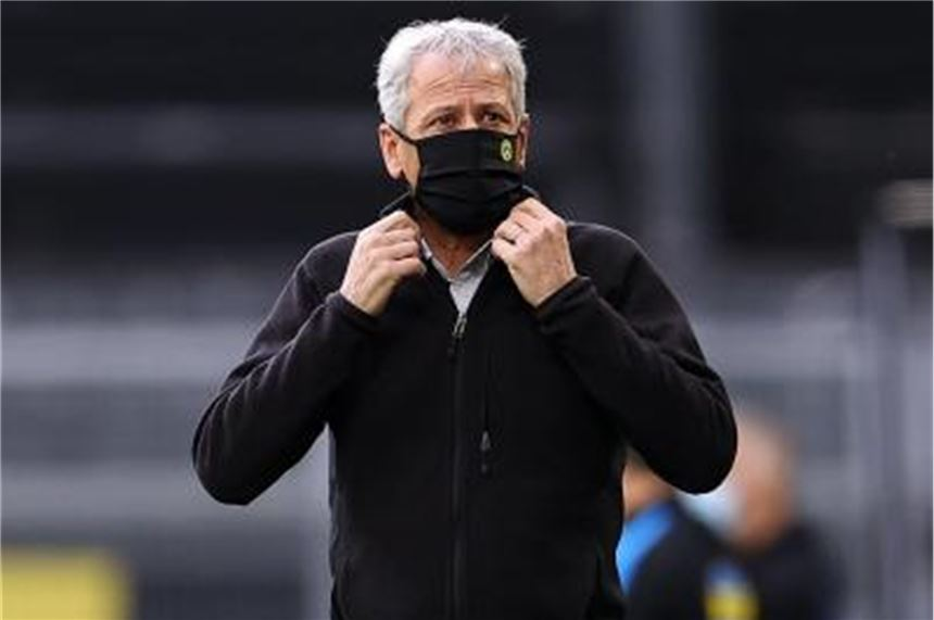 Borussia Dortmunds Trainer Lucien Favre mit Mundschutz. Foto: Lars Baron/Getty Images Europe/Pool/dpa