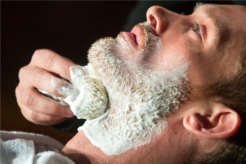 Dürfen Friseure Wieder Augenbrauen Zupfen