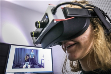 """The Machine to Be Another"" heißt das Experiment, das mit einem virtuellen Körpertausch testen will, ob Virtual Reality Empathie fördert."